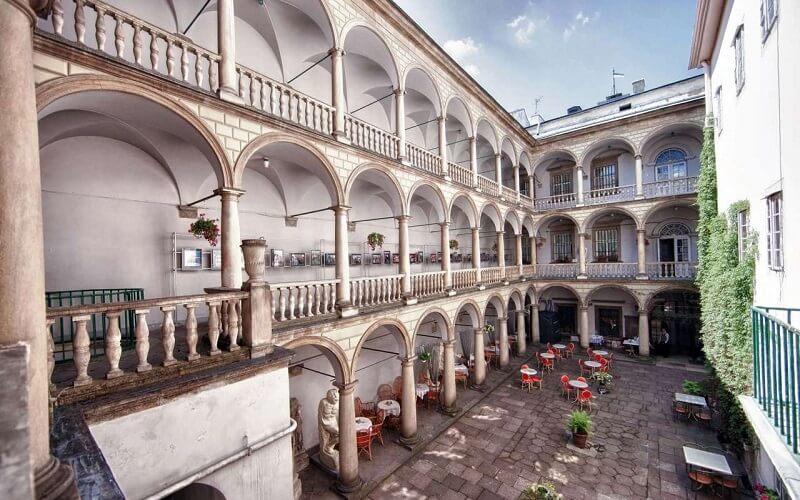 Итальянский дворик в Львове