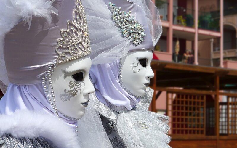 маски на карнавале в Венеции