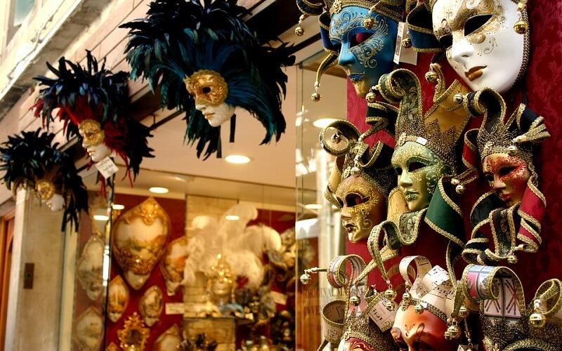 продажа масок в Венеции