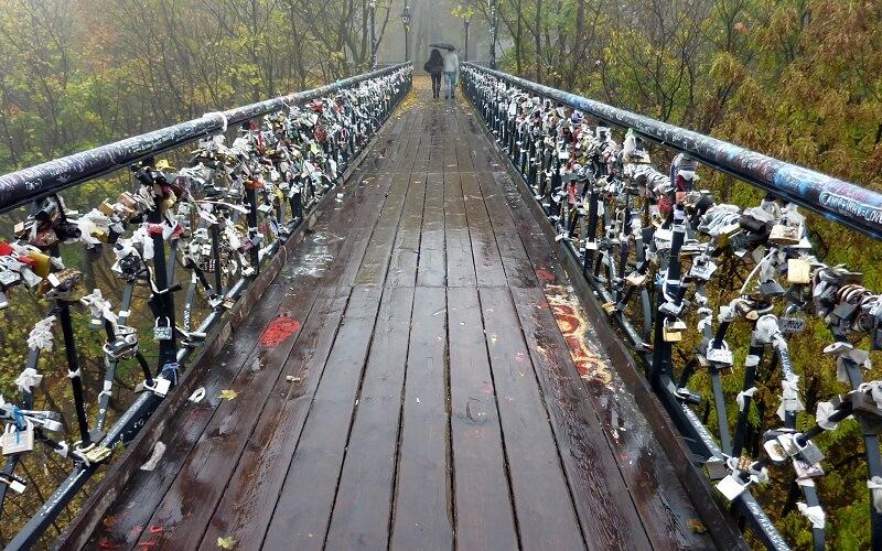 мост влюблённых в Киеве
