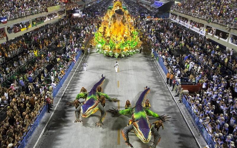 хода виступаючих на карнавалі