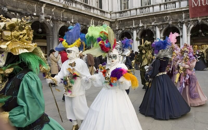 костюмы участников карнавала