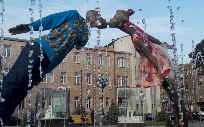Памятник влюблённым в Харькове