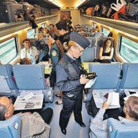 Пассажиры поезда Киев-Пшемысль проходят паспортный контроль по ускоренной процедуре