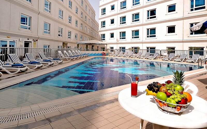 бассейн в отеле Al Bustan Centre & Residence 3*, Дубай, ОАЭ