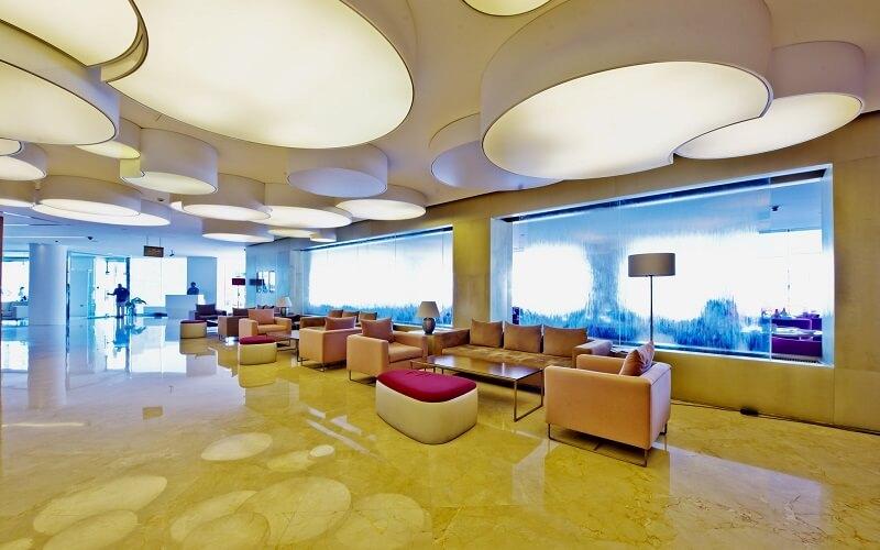 лобби в отеле Дубай, ОАЭ