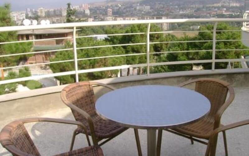 балкон у готелі Bomond Garden 4*, Тбілісі, Грузія