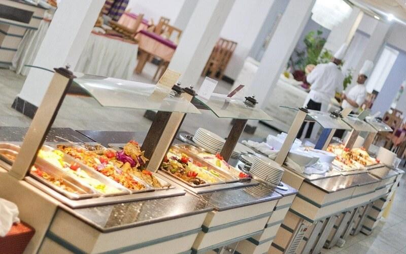 шведський стіл в Тунісі