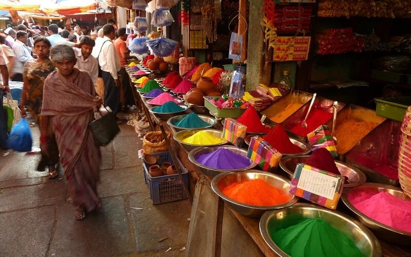 прилавок с красками в Индии