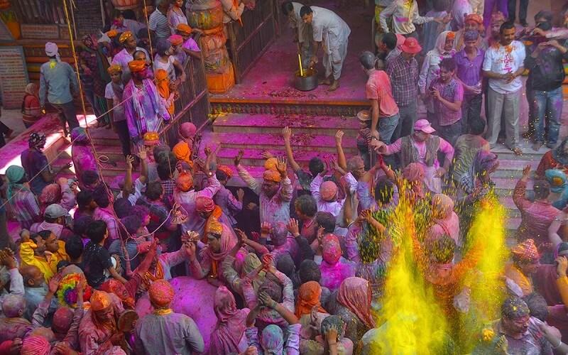 индусы празднуют