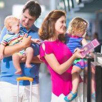 Ми летимо з немовлям. Йому потрібен квиток?