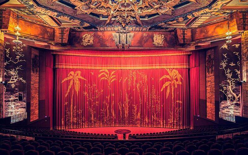 зал кинотеатра в китайском стиле