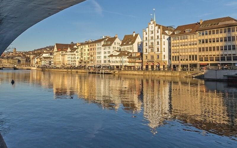найбільше місто в Швейцарії — Цюріх
