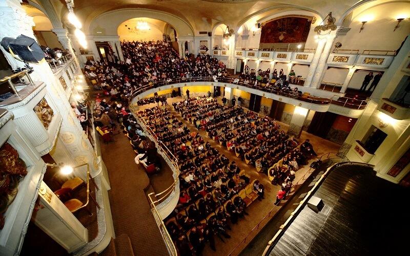 зал кинотеатра Odeon