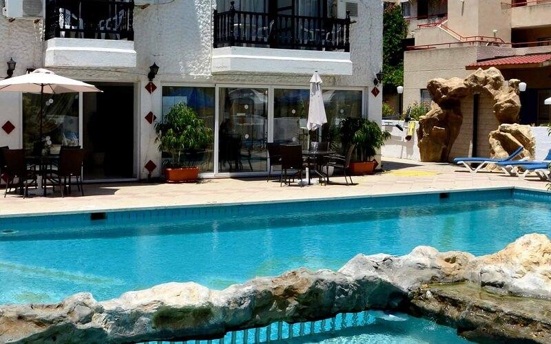 бассейн в Larco Hotel 2*, Ларнака, Кипр