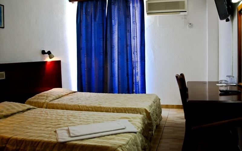номер в готелі Larco Hotel 2*, Ларнака, Кіпр
