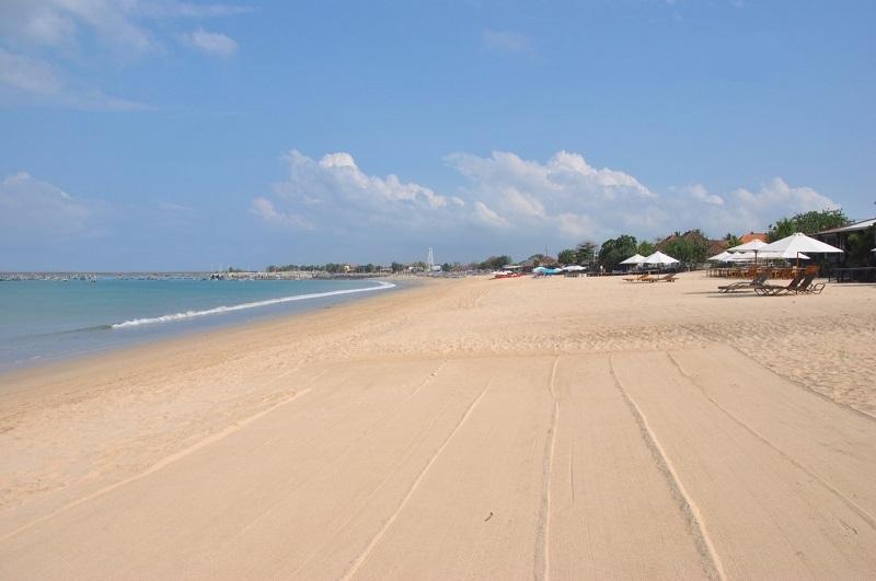 Пляж отеля Puri Bambu 3*, Бали