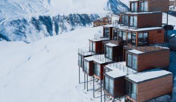 На грузинському курорті Верхній Гудаурі відкрився новий креативний готель