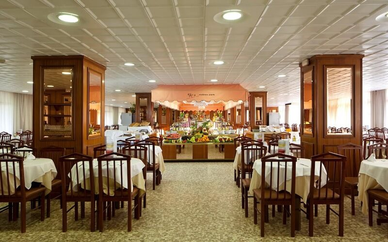 Ресторан в готелі Molinos Park 3 *, Іспанія