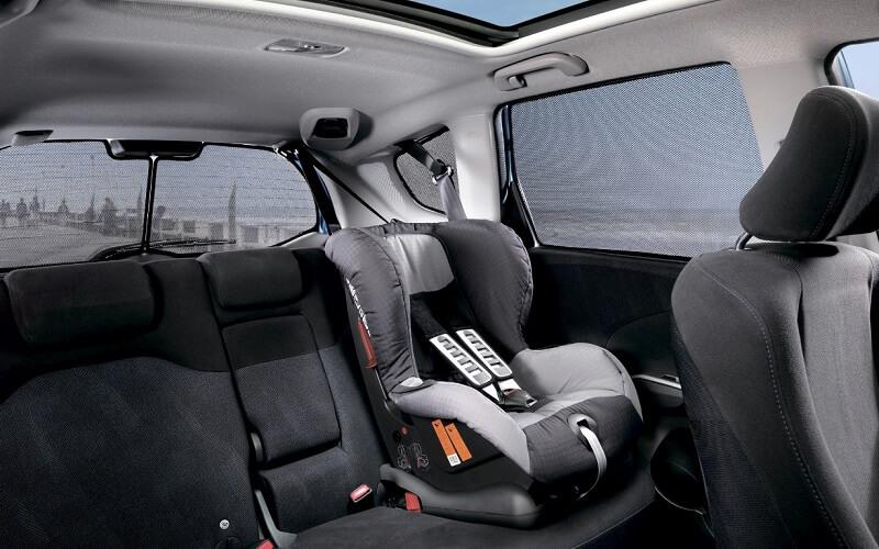 детское кресло в автомобиле