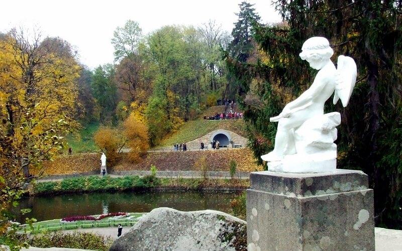 статуя Амура в парке, Умань