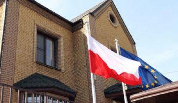 Польща задовольнилася підвищенням заходів безпеки і відкрила консульства