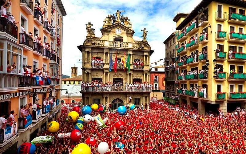 Святкування Великодня в Іспанії