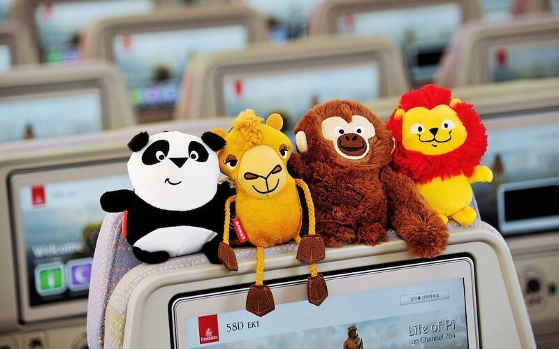 Игрушки для ребенка в самолете
