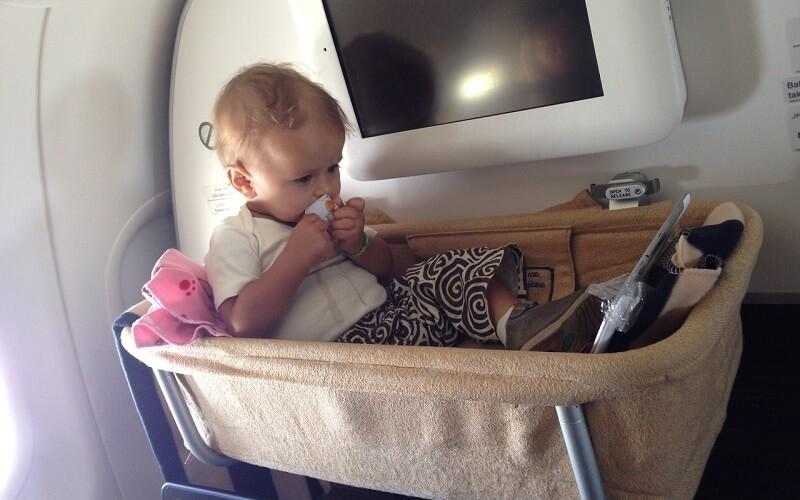 Кормление ребенка в самолете