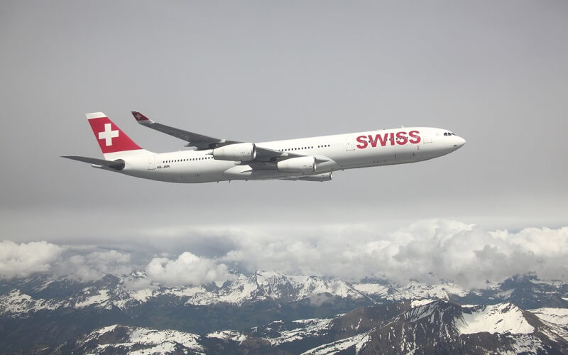 самолёт Swiss AirLines