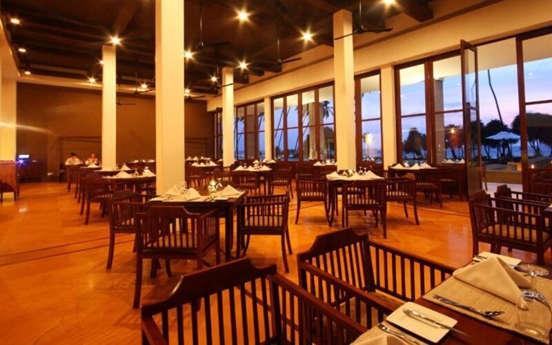 Ресторан в готелі Vendol Resort 4*, Ваддува, Шрі-Ланка