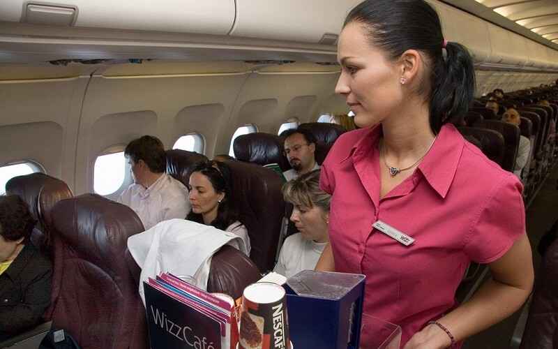обслуговування на борту літака WizzAir