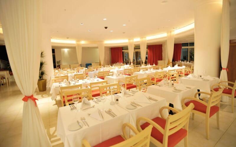 Ресторан у готелі Splendid 5*, Чорногорія