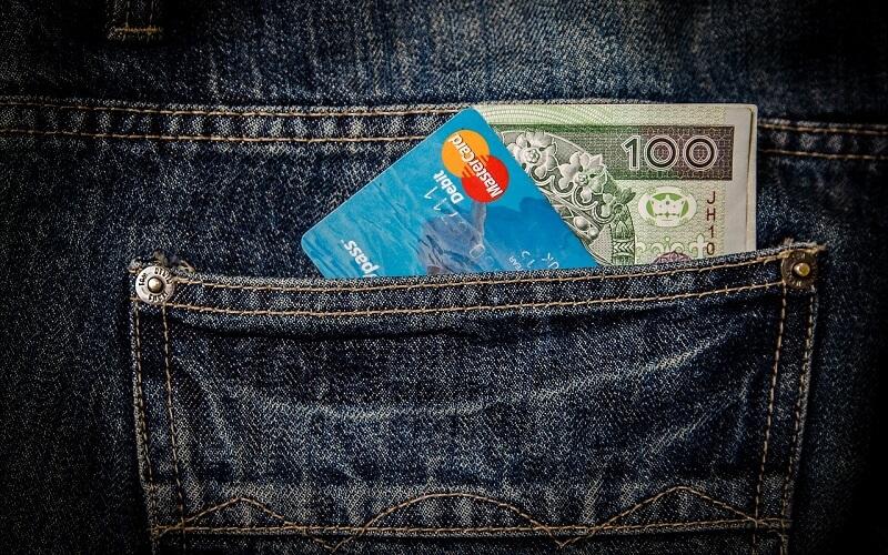 Готівку і банківський рахунок