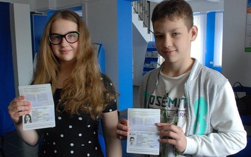 Дитячий закордонний паспорт