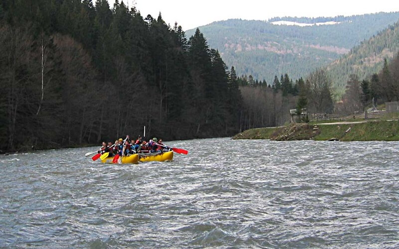 Рафтинг на річці Чорний Черемош