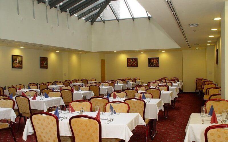 Ресторан в отеле Golden Park 4*, Будапешт, Венгрия