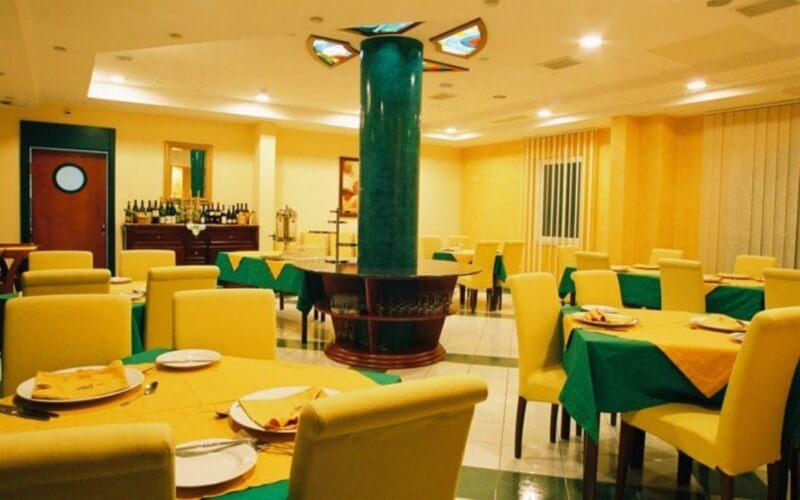 Ресторан в Sajo Hotel 4, Будва