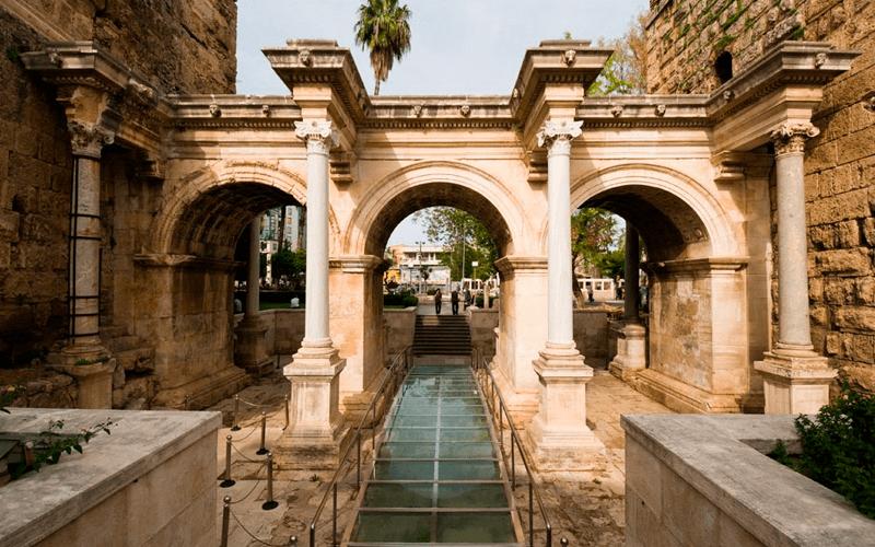 Ворота Адриана, Анталья