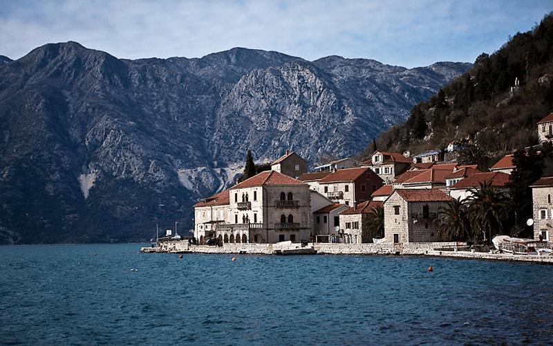 Пераст – старовиннеє місто на березі Бока-Которської бухти