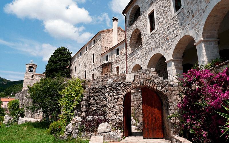 Монастырь Подмаине
