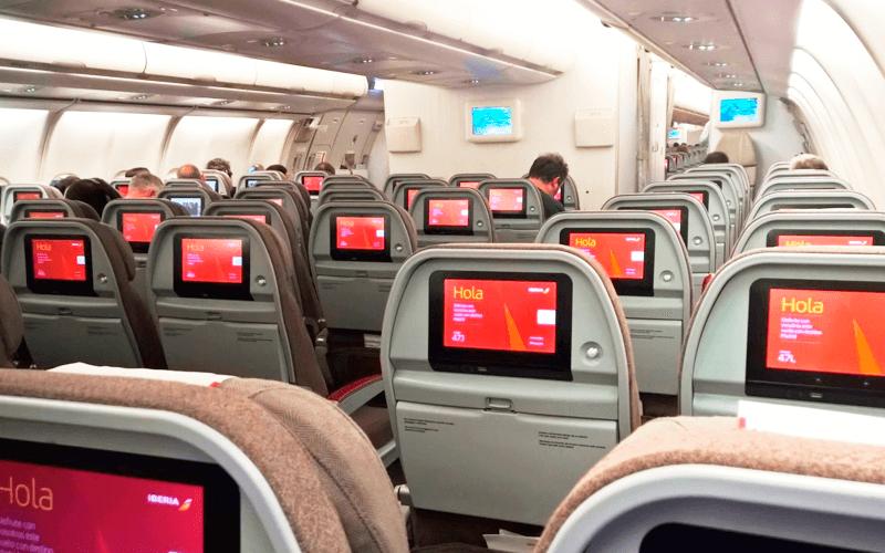 салон самолета авиакомпании Iberia