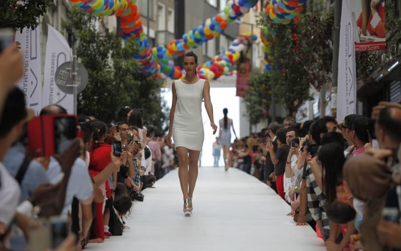 Модный показ в Стамбуле фестиваль шоппинга