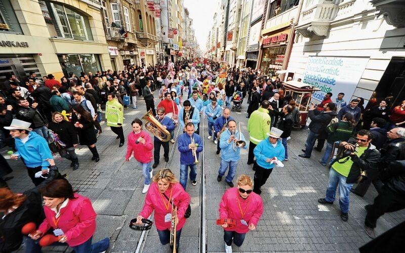 Парад в Стамбулі, фестиваль шопінгу