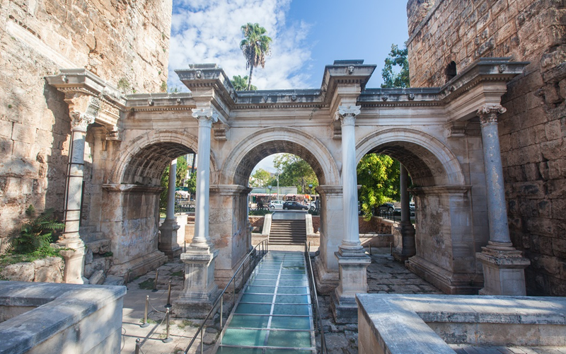 Ворота Адріана, Анталія