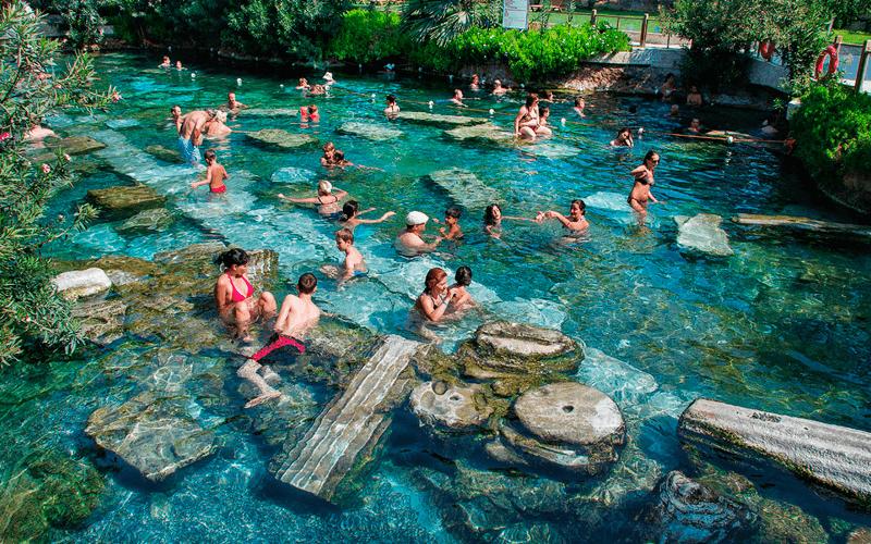 Античный бассейн