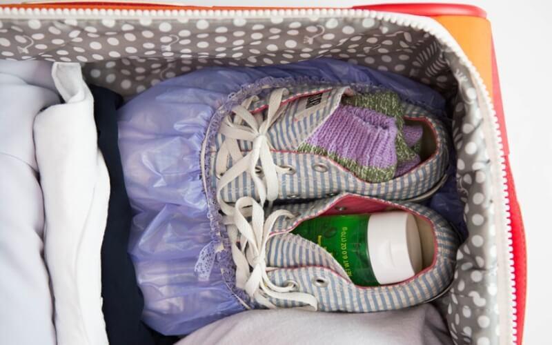 Мелкие вещи складываем в обувь