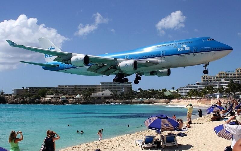 пляж з літаками