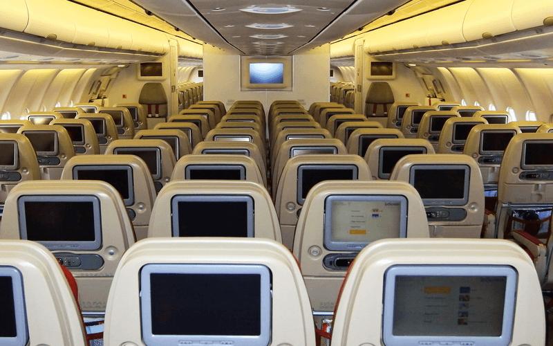 салон самолета авиакомпании Jet Airways