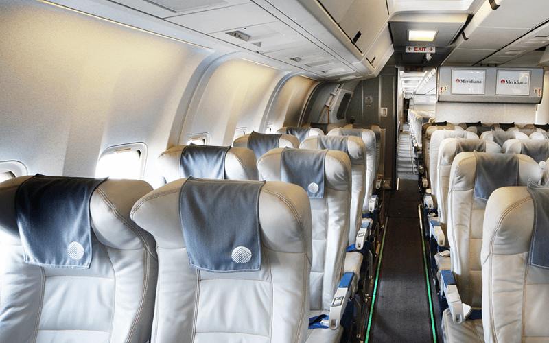 салон самолета авиакомпании Meridiana